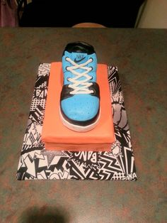 Nike Shoes Cake Design : SNEAKER CAKES on Pinterest Shoe Cakes, Converse Cake and ...