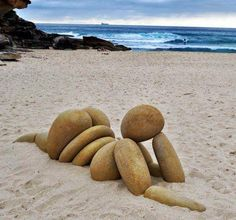 Funny pictures about Stone sculpture. Oh, and cool pics about Stone sculpture. Also, Stone sculpture. Land Art, Art Plage, Art Rupestre, Art Pierre, Rock Sculpture, Garden Sculpture, Stone Sculptures, Sculpture Ideas, Outdoor Sculpture