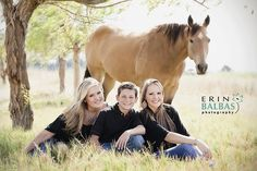 That horse is gorgeous. I want a pic of Laikyn and me on a horse with Justin standing beside us. Always wanted a pic like that, and I will get it! Lol