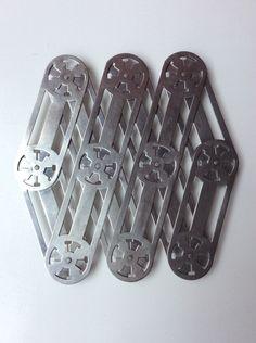 Metallinen haitarimainen pannunalunen 40 luvulta