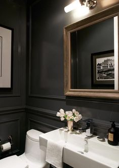 Get The Look: 18 Ways To Bring British Style Home With verdant rolling countryside and a damp climate, it's no wonder flowers feature heavily in British design. Powder Room Design, Powder Room Paint, Black Powder Room, Bathroom Interior Design, Beautiful Bathrooms, Cheap Home Decor, Home Remodeling, Bathroom Remodeling, New Homes