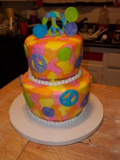 all MM fondat, handpainted colors, handcut peace signs, topper and pearls are also MM fondant. Peace Sign Cakes, Peace Cake, New Recipes, Favorite Recipes, Fun Cakes, Peace Signs, Awesome Cakes, Fast Growing, Cake Designs