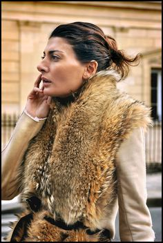 Giovanna Battaglia - the belted fur scarf // vest // winter style // outerwear // street style Giovanna Battaglia, Fashion Designer, Fashion Editor, Simple Style, My Style, Fabulous Furs, Vogue, Moda Boho, Mode Chic