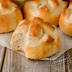 Original Schweizer Weggli – Rezept von Streusel Hamburger, Bread, Food, New Recipes, Bread Baking, Pastry Chef, Sprinkles, Breads, Eten