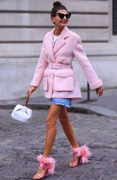 ♥️ Pinterest: DEBORAHPRAHA ♥️ Giovanna battaglia wearing a pink coat and pink fluffy shoes!! Omg I love this outfit #street #style