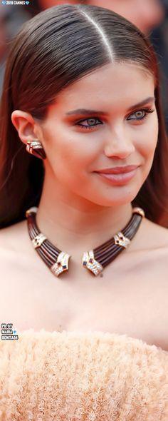 Boucheron Jewelry, Sara Sampaio, Celebrity Red Carpet, Top Models, Celebs, Celebrities, Golden Globes, Cannes Film Festival, Mannequin