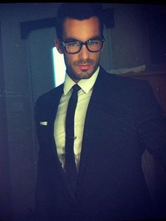 Aaron Diaz  .......the reason I am now watching novelas.