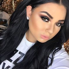 """#MOTD  Face: @makeupforeverofficial ultra he foundation  Bronzer: in @makeupforeverofficial sculpting duo #2 Blush: in number 26  from…"""