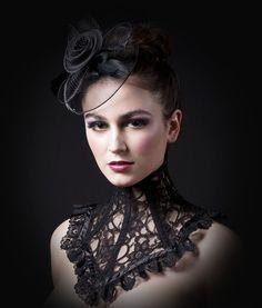 Victorian Black Lace Neck Corset von decadentdesignz auf Etsy, $75.00