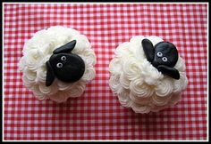 These are incredibly adorable. I want to have a sleep-themed party or a barn party just to make them! Cute Cupcakes, Sheep Cupcakes, Lamb Cupcakes, Easter Cupcakes, Eid Cupcakes, Barnyard Cupcakes, Cupcake Cookies, Farm Animal Cupcakes, Panes