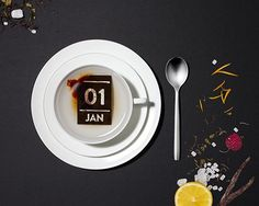 日付をお湯に溶かしてゴクリ!?+紅茶の茶葉でできた日めくりカレンダー