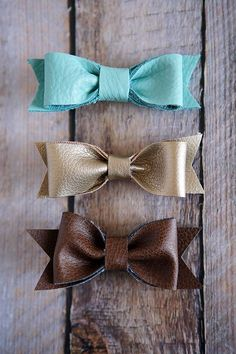 We love making hair bows for our girls. There are so many different types to make and our girls are always excited to get new ones. Today we have some new leather hair bows to share with you. We've ma