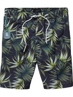 Shop the latest men's clothing and apparel from the official Scotch & Soda webstore. Boxer Pants, Streetwear Shorts, Tropical Outfit, Latest Clothes For Men, Mens Swim Shorts, Floral Shorts, Mi Long, Printed Shorts, Fitness Fashion