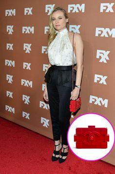 Los accesorios must de las celebridades: Diane Kruger con la minaudiere de plexiglass de la colección primavera / verano 2013, de Chanel