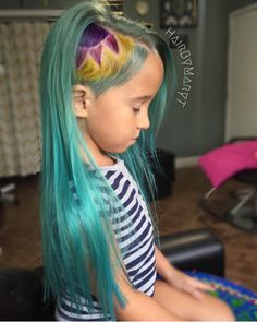 http://www.revelist.com/beauty-news-/mom-defends-daughters-unicorn-hair/4865/The…