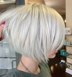 Trendy Hairstyles Layered Bob Hairstyles - Modern Short Bob Haircuts with Layers for Any Occasion.Trendy Hairstyles Layered Bob Hairstyles - Modern Short Bob Haircuts with Layers for Any Occasion White Blonde Bob, Short White Hair, Short Hair With Layers, Short Hair Cuts, Modern Short Hair, Grey Hair, Layered Bob Hairstyles, Short Bob Haircuts, Natural Hairstyles