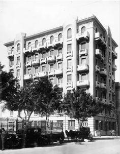 عمارة طراز آرت ديكو (مهندس معماري على لبيب جبر) امام بنك مصر في القاهرة شارع محمد فريد