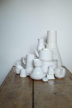 s-c-r-a-p-b-o-o-k: Manufaktur Hedwig-Bollhagen (Photography - Janne Peters). Hedwig Bollhagen, Vases, Cerámica Ideas, Organic Ceramics, Table Top Display, Prop Styling, Interior Decorating, Interior Design, Porcelain Ceramics