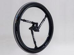 「オフロードでも利用できる車椅子」のために開発された、サスペンション内蔵型ホイール。自転車や自動車、列車などに広く応用可能だ。