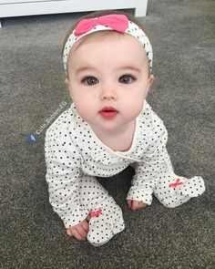 Keep the best memory of your loved baby! So Cute Baby, Cute Kids Pics, Cute Baby Girl Pictures, Baby Girl Photos, Baby Kind, Baby Love, Cute Asian Babies, Cute Funny Babies, Beautiful Children