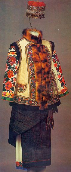 Costume and Embroidery of Bukovyna, Ukraine, part 2 khlopianka Tribal Costume, Folk Costume, Folk Fashion, Ethnic Fashion, Historical Costume, Historical Clothing, Traditional Fashion, Traditional Dresses, Costume Ethnique