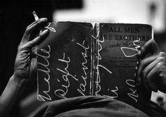 Quand Charles Moore photographiait la lutte pour les droits civiques aux USA... Charles Lee Moore (9 Mars, 1931 - Mars 11, 2010) était un photographe américain célèbre pour ses photographies documentant l' époque des droits civiques américains