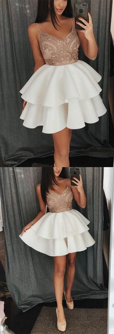 Champagne Lace Appliques V-neck Ruffles Homecoming Dresses Short Prom Gowns