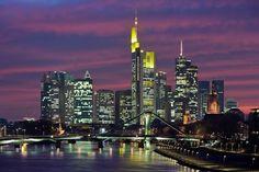Для того чтобы почувствовать себя на Манхэттене, совершенно не обязательно ехать в далекий и дорогой Нью-Йорк.   #germany   #frankfurt  Благодаря большому количеству небоскребов, германский город Франкфурт-на-Майне по впечатляющим видам сравним с легендарным американским мегаполисом.   >> http://prohotel.ru/news-204958/0/