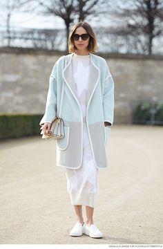 Candela Novembre, coat, dress, Paris, sneakers | Kappa, klänning, gympaskor