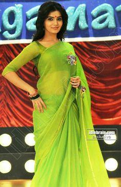 Samantha beautiful and gorgeous looking photo shoot in green saree Samantha In Saree, Samantha Ruth, Saree Blouse, Sari, Anushka Photos, Green Saree, South Actress, Indian Wear, Photoshoot