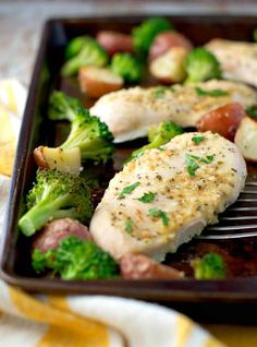 Garlic Parmesan Chicken and Broccoli with Crispy Potatoes! We love easy dinners! Garlic Parmesan Chicken, Baked Chicken, Chicken Recipes, Quick Easy Meals, Easy Dinner Recipes, Easy Dinners, Weeknight Dinners, Dinner Ideas, Broccoli And Potatoes