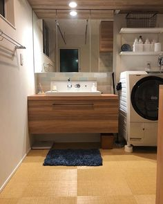 サンワカンパニーのある暮らし|サンワカンパニー Japan Interior, Condo Interior, Best Interior, Modern Interior Design, Bathroom Interior, Muji Home, Sweet Home Design, Washroom Design, Bathroom Toilets