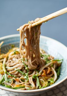 Marinierte SobaNudeln mit Pak Choi und Mungbohnen Sprossen Marinated Soba Noodles with Pak Choi and Mung Bean Sprouts Rezept auf Bean Sprout Recipes, Noodle Recipes, Hamburger Meat Recipes, Sausage Recipes, Asian Recipes, Healthy Recipes, Ethnic Recipes, Fideos Soba, Pak Choï