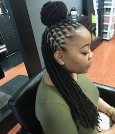 Seven key principles to healthy hair that are now the key concepts for achieving and maintaining beautiful and healthy natural hair. Blonde Dreadlocks, Dreads Girl, Short Dreads, Dreadlock Styles, Dreads Styles, Cornrow Braid Styles, Cornrows, Natural Styles, Pelo Natural
