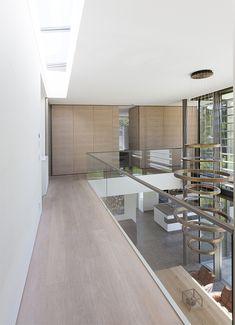 Best Indoor Garden Ideas for 2020 - Modern Minimalist Architecture, Interior Architecture, Composting At Home, Built In Furniture, Open Concept Kitchen, Prefab Homes, Minimalist Living, Villa, Luxury Homes
