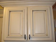 Best Antique White Kitchen Cabinets in Trending Design Ideas for Your Kitchen Sherwin Williams - antique white with a dark umber glaze, Kitchen Cabinet Colors, White Kitchen Cabinets, Painting Kitchen Cabinets, Kitchen Paint, Kitchen Redo, New Kitchen, Kitchen Ideas, Bathroom Cabinets, Kitchen Designs
