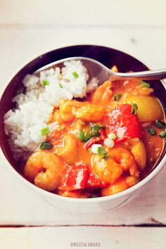 Tomato & coconut curry with shrimps and pepper - delicious! Cooking Recipes, Healthy Recipes, Healthy Foods, Curry Shrimp, Indian Food Recipes, Ethnic Recipes, Fish And Seafood, Food Inspiration, Yummy Food