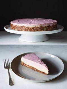 Raw, Vegan Strawberry Vanilla Cheesecake By Gena Hamshaw Raw Vegan Cake, Raw Cake, Raw Vegan Recipes, Vegan Raw, Vegan Food, Raw Desserts, Paleo Dessert, Delicious Desserts, Dessert Recipes