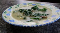 21 DAY FIX DINNER RECIPE: Zuppa Toscana, a classic Italian soup with sausage, potato, kale and cream....... now tweaked to be healthier for you, and still retain its amazing flavor! 21 Day Fix approved! Healthy, balanced meal that you can eat more of, and yummy for the whole family. | by Tufflilly.org