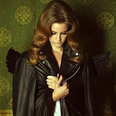 New/Old photo of Lana by Clement Jolin behind the scenes of 'Born To Die' music video (2011)