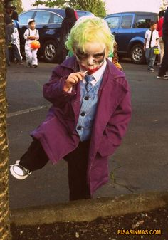 Looking for a creative Halloween costume for your kid? Check out these pop culture Halloween costumes. Some are DIY Halloween costumes and others take some skill, but they are all awesome! Kids Joker Costume, Coastumes Halloween Effrayants, Halloween Costumes Kids Homemade, Creepy Halloween Costumes, Toddler Halloween, Joker Cosplay, Baby Cosplay, Batman Costumes, Awesome Costumes