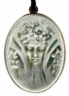 Lalique 1919 Tete Pendant, mirror back Bijoux Art Nouveau, Art Nouveau Jewelry, Lalique Perfume Bottle, Perfume Bottles, Hair Jewelry, Fine Jewelry, Lalique Jewelry, Art Deco, Vase