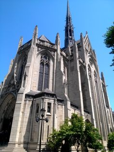 A view of Heinz Memorial Chapel on the University of Pittsburgh's campus in Oakland.      #chapel