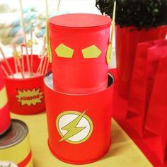 Personagem decorativo tema super herói Flash - kit festa infantil Ouro #aniversario #menino #superheroi #flash #amarelo #vermelho #kitfesta #kitfestainfantil #flordeseda #superhero #theflash #boy #birthday #yellow #red #DIY #bonecodelata