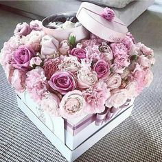 Manejemos los cambios con alegria y tranquilidad Beautiful Rose Flowers, Beautiful Flower Arrangements, Pink Flowers, Floral Arrangements, Flower Box Gift, Flower Boxes, Rosen Box, Flower Boutique, Anniversary Decorations