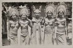 The Culture, Religion & History of Bali. Plus Balinese Dance & Drama Leiden, Vintage Photographs, Vintage Images, Old Pictures, Old Photos, Bali Girls, Tribal Women, Historical Pictures, People Of The World
