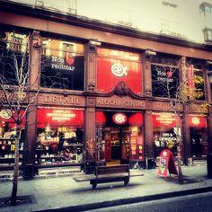 Tienda moderna respetando la fachada antigua Madrid calle Atocha