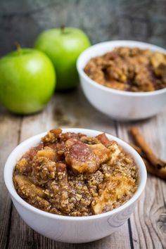 Sweet apples topped with crumbly, buttery oats and slow cooked with cinnamon and brown sugar. This Slow Cooker Apple Crisp recipe is so easy to make!