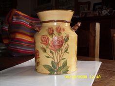 lattiera con rose