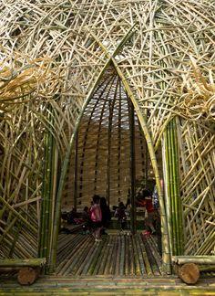 今回で3回目の開催となる瀬戸内国際芸術祭。作品の中には1回目から継続して展開されているもの、今回初めてのものがあります。継続作品のひとつが、小豆島・中山地区にある大きな竹のドーム『オリーブの夢』。台湾のワン・ウェンチー(王文志)さんの作品。…